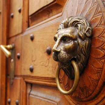 Choisissez la bonne porte !